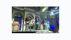 Video Feliz Navidad + Love Love Love (Live) - CNBlue