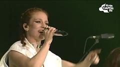 Video Hold My Hand (Live At The Jingle Bell Ball 2015) - Jess Glynne