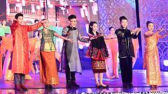 Hãy Đến Với Con Người Việt Nam (Gala Nhạc Việt 5: Xuân Đất Việt, Tết Quê Hương) - Various Artists
