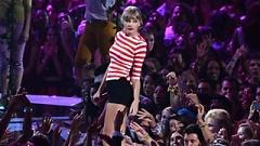 Video We Are Never Ever Getting Back Together (MTV Video Music Award 2012) - Taylor Swift