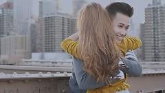 Video Anh Chỉ Là Người Thay Thế - HUI