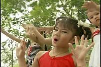 Khoe Tay - Bé Phương Linh