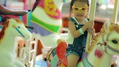 Video Cả Nhà Thương Nhau - Bé Băng Châu