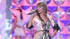Video Blank Space (Live At The Victoria's Secret Fashion Show 2014) - Taylor Swift