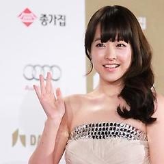 Lời bài hát được thể hiện bởi ca sĩ Park Bo Young