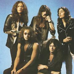 Lời bài hát được thể hiện bởi ca sĩ Deep Purple