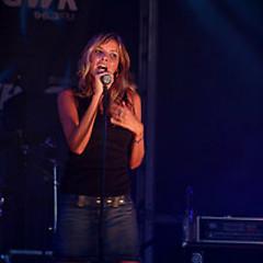 Lời bài hát được thể hiện bởi ca sĩ Nadine Coyle