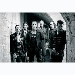 Lời bài hát được thể hiện bởi ca sĩ Rammstein
