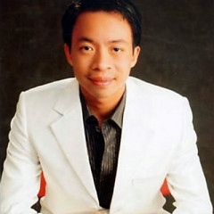 Nghệ sĩ Việt Hoàn