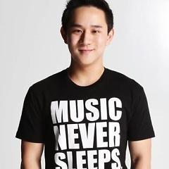 Lời bài hát được thể hiện bởi ca sĩ Jason Chen