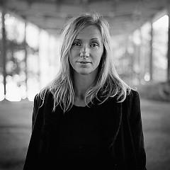 Lời bài hát được thể hiện bởi ca sĩ Ebba Forsberg