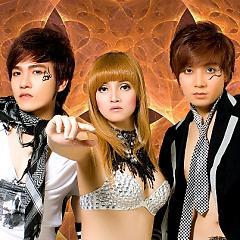 Lời bài hát được thể hiện bởi ca sĩ Á Đông