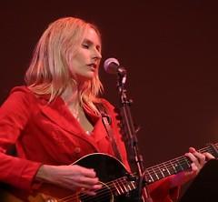 Lời bài hát được thể hiện bởi ca sĩ Aimee Mann
