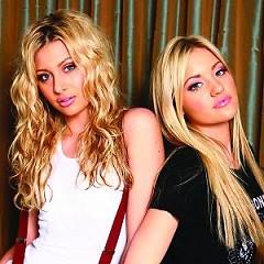 Lời bài hát được thể hiện bởi ca sĩ Aly & AJ