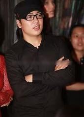 Lời bài hát được thể hiện bởi ca sĩ Nguyễn Hoàng Duy