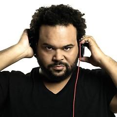 Lời bài hát được thể hiện bởi ca sĩ Carlos Jean