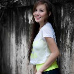 Lời bài hát được thể hiện bởi ca sĩ Vy Oanh ft. Nguyễn Phi Hùng
