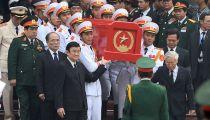 Các Vị Lãnh Đạo Đảng, Nhà Nước Cùng Chiến Sĩ Đưa Linh Cữu Đại Tướng -