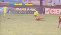 Pha bóng khiến cầu thủ An Giang gãy chân -
