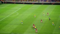 Rooney sút tung xe buýt phòng ngự của ĐT Brazil -