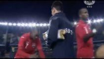 Cầu thủ Trinidad&Tobago cúi rạp người chào Messi -