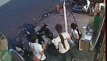 Trộm Honda SH trước mặt hai cô gái -