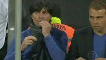 Khoảnh khắc HLV Loew ngoáy mũi tại bán kết Euro 2012 -