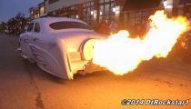 Xe hơi phụt lửa như bếp củi -