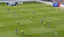 Leicester có pha xuống bóng khá nguy hiểm bên cánh phải -