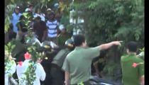 Clip Giang hồ cố thủ, xả súng chống trả cảnh sát như phim ở Bình Thuận -